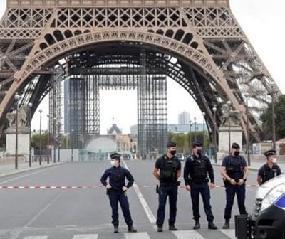 Evacuan Torre Eiffel por amenaza de bomba