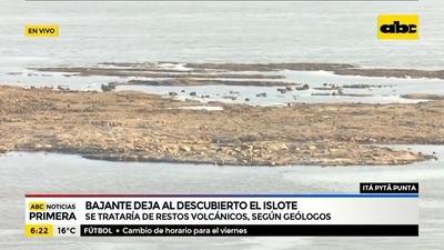 Bajante del río deja al descubierto un islote formado por rocas volcánicas