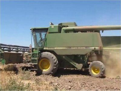 Agricultor fallece al caerse de una cosechadora en Itapúa