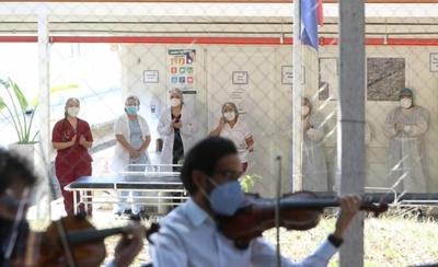 HOY / Concierto de los Gladiadores en el Ineram para levantar el ánimo al personal de blanco