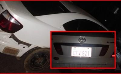 Conductor en estado etílico embiste por dos vehículos estacionados