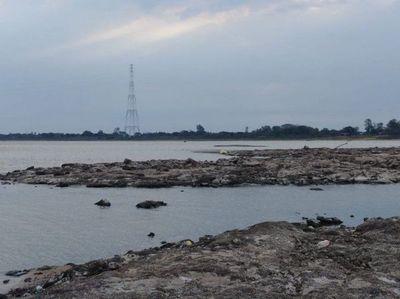 Islote que emergió por bajante del río se trata de un cono volcánico