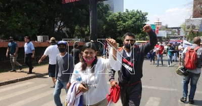 La Nación / Reapertura de la frontera es una derrota para el gobierno de Mario Abdo, afirman