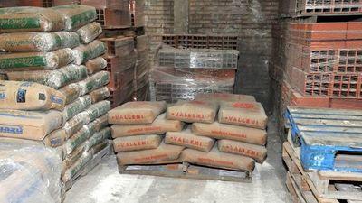 Precios se triplican debido a escasez de cemento