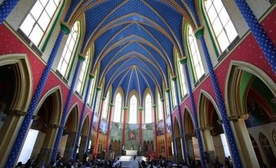 """HOY / Los Heraldos del Evangelio inauguran imponente templo """"con techo de estrellas"""""""