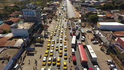 HOY / En represalia, taxistas bloquean la Transchaco