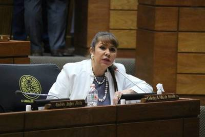 """Diputada Amarilla sobre senador Godoy: """"Tiene el ánimo de figurar en cualquier velorio"""""""