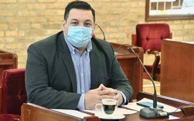 Concejal pide que se prohíba «limpiavidrios» en semáforos de CDE