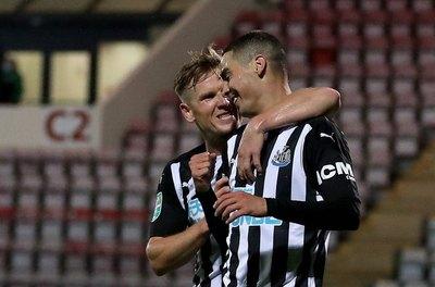 Hace lo que quiere: ¡Asistencia y golazo de Miguel Almirón para el Newcastle!