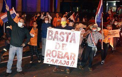 Acusan y piden juicio oral para Juan Grassi y María Esther Roa, tras participar de la caravana contra la corrupción