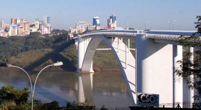 """Puente de la Amistad: """"Hay que salvaguardar la vida y si comienza a desbordarse vamos a retroceder"""""""
