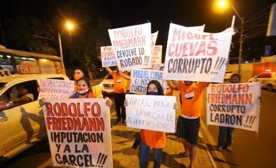"""HOY / """"Friedmann a la cárcel"""": manifestación en Asunción en contra del senador mau"""