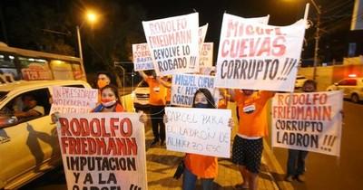"""La Nación / """"Friedmann a la cárcel"""": manifestación en Asunción en contra del senador mau"""