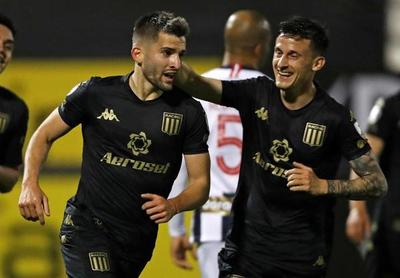 Racing vence a Alianza Lima y encamina su clasificación
