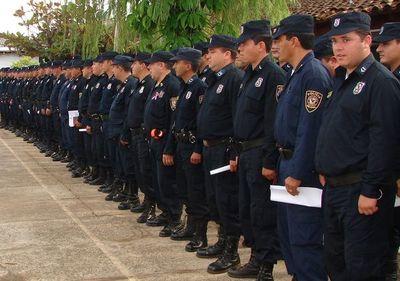 Buscan recuperar 3.000 policías que estarían a disposición de políticos