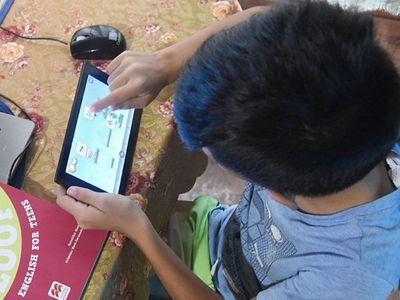 Estudiantes venden hasta sus gallinas para cumplir con las clases virtuales
