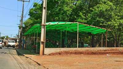 Venden espacios para casillas en UN MILLON de GUARANIES en plaza del MERCADO
