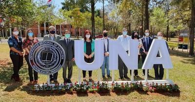 La Nación / La UNA cumple 131 años a distancia, pero cerca de profesionales de calidad