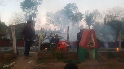 Fuego dejó en la calle a una familia en San Juan Nepomuceno