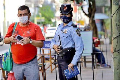 Policía controlará uso de tapabocas a turistas, ante advertencia de médicos