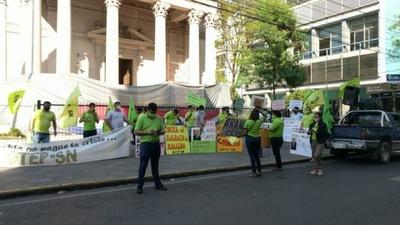 HOY / Gremio docente se manifiesta en contra del recorte a educación