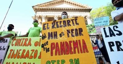 La Nación / Docentes se movilizan contra recorte de G. 27 mil millones para sector educativo