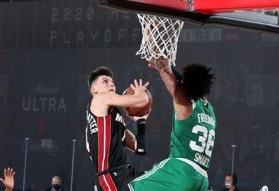 Los Heat ponen contra las cuerdas a Celtics en la noche del novato Herro