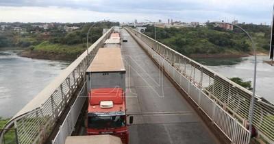 La Nación / En Foz de Yguazú alertan que salud puede colapsar con el puente abierto