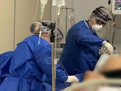 Médicos y enfermeros renuncian por estrés