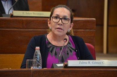 Piden que se revoque decisión del Senado de expulsar a María Eugenia Bajac