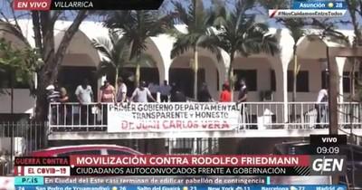"""La Nación / Suman las movilizaciones, mientras Friedmann sigue """"atornillado"""" a su banca"""