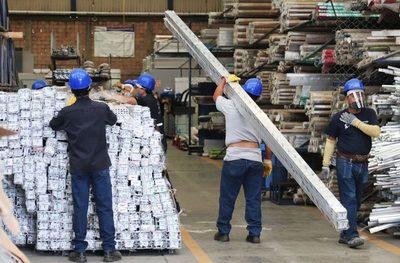 Industria mexicana prevé caída de 2 % de PIB en 2021 si hay otra ola de COVID