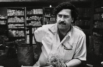 """Un sobrino de Pablo Escobar encontró 18 millones de dólares en un escondite del capo narco y asegura que fue gracias a un hecho """"paranormal"""""""