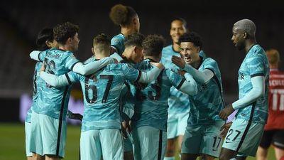 El City sufre y el Liverpool golea