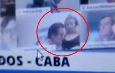 Suspenden a diputado que besó el pecho de una mujer en plena sesión