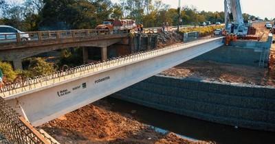 La Nación / Culminó izamiento de vigas sobre arroyo en ruta PY02