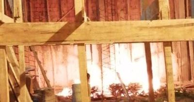 Quema de basura provocó feroz incendio en una iglesia