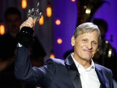 San Sebastián premia a Viggo Mortensen, que se estrena como director