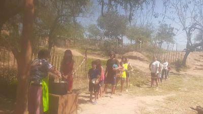Con ollas populares siguen alimentando a cientos de familias de Villeta