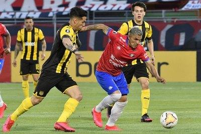 Con sus dos paraguayos, Wilstermann dio el batacazo copero ante Peñarol