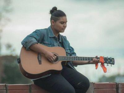 Joven artista cautiva con su primer sencillo en lengua nivaclé