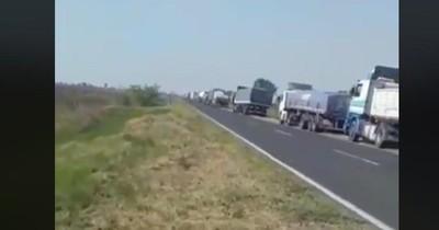 La Nación / Camioneros varados en Clorinda por protestas piden intervención de las autoridades