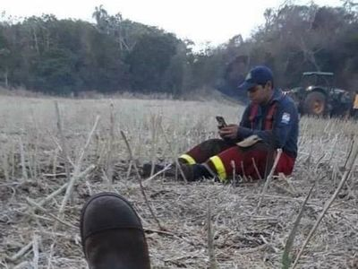 Bombero rindió un examen en medio del combate a incendio forestal