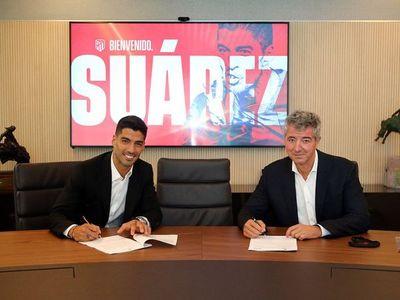 Luis Suárez firma su contrato con el Atlético por dos temporadas