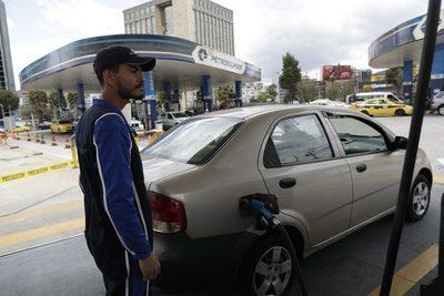 Ecuador abre la vía a las importaciones de combustibles para el sector privado