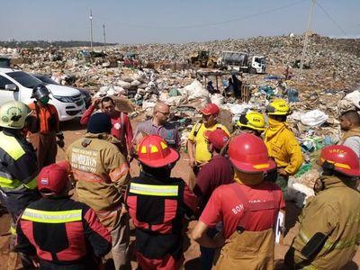 Controlan incendio en Cateura, pero continúan los trabajos