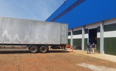 Trabajador de Xplast muere aplastado entre un camión y la pared