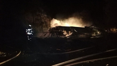 Reportan al menos 22 fallecidos, tras estrellarse un avión en Ucrania