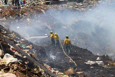 Logran controlar incendio en Cateura pero siguen los trabajos