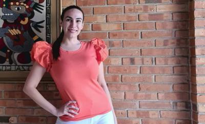 """HOY / Silvia Flores se suma a GEN y Universo para """"descomprimir"""" las noticias con humor"""